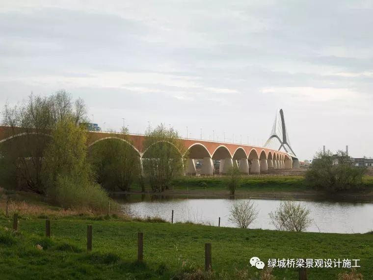 来看看荷兰桥景观,DeOversteek都市大桥
