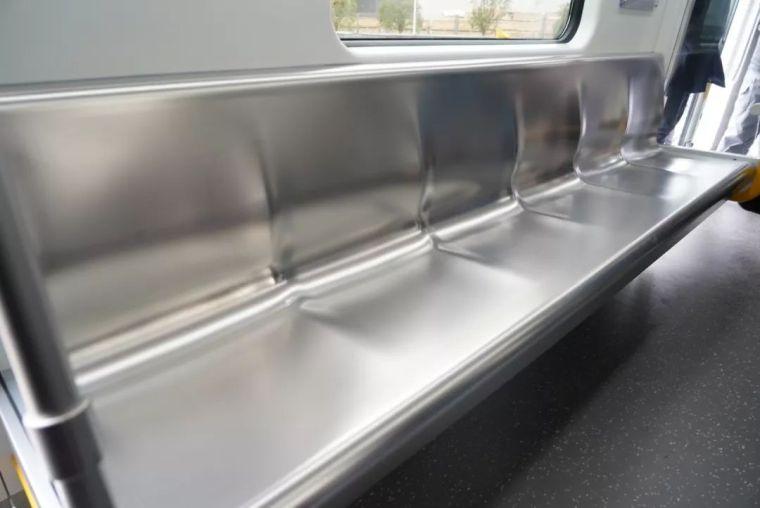 成都首条全自动无人驾驶地铁9号线首列车今日在蓉亮相!_17