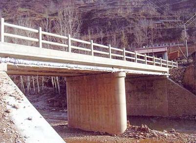 u型桥台台帽前墙资料下载-重力式桥台台身裂缝是什么原因?怎么防治?