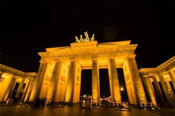 全球50个地标性建筑,认识10个就算你合格!-勃兰登堡门(德国•德国).jpg