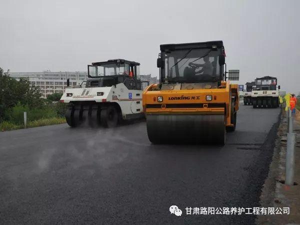浅析公路施工质量控制与安全管理