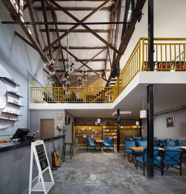 旧工厂改造成3层楼的酒吧,不只是有格调