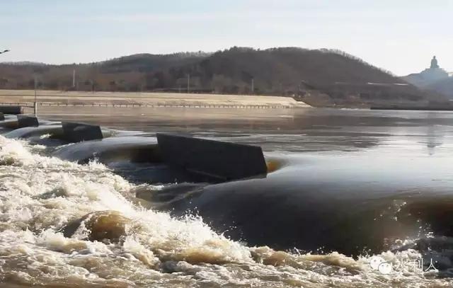 合页活动坝技术在蓄水工程设计中的应用