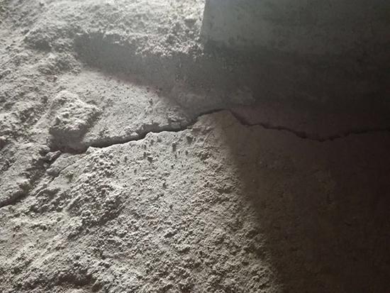 江苏沭阳一安置小区新房现裂缝:官方称合格,施工方称工期紧