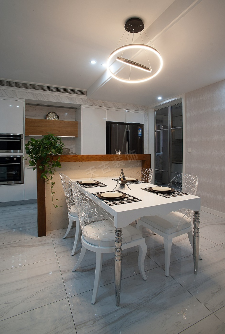 珊瑚水岸现代风格设计实景完工效果图时尚大气的家-图片1.jpg