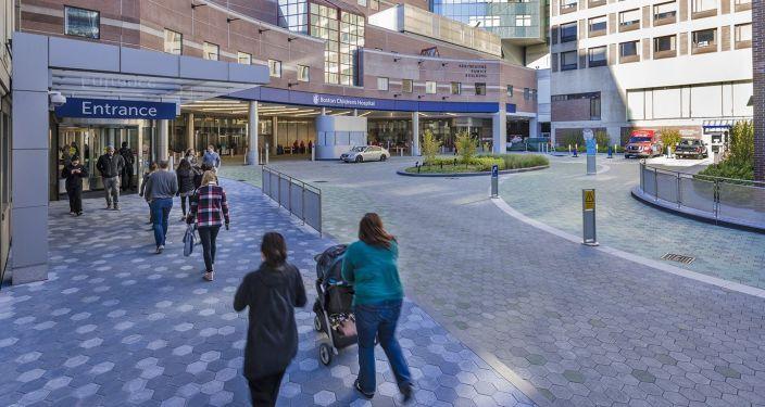 美国儿童医院入口景观实景图 (1)