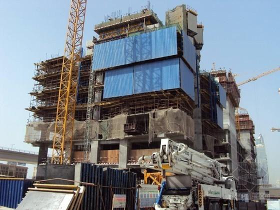 不规则超高层建筑液压式建筑保护屏施工工法(附多图)
