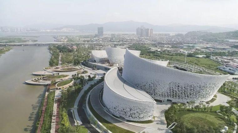 福州海峡文化艺术中心,大地上的散落五片'茉莉花瓣'