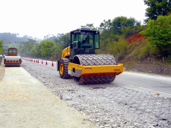 水泥混凝土路面再生利用技术(多锤头破碎)