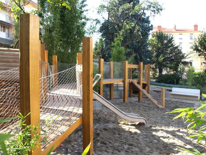 住宅区中的私人花园景观实景图 (3)