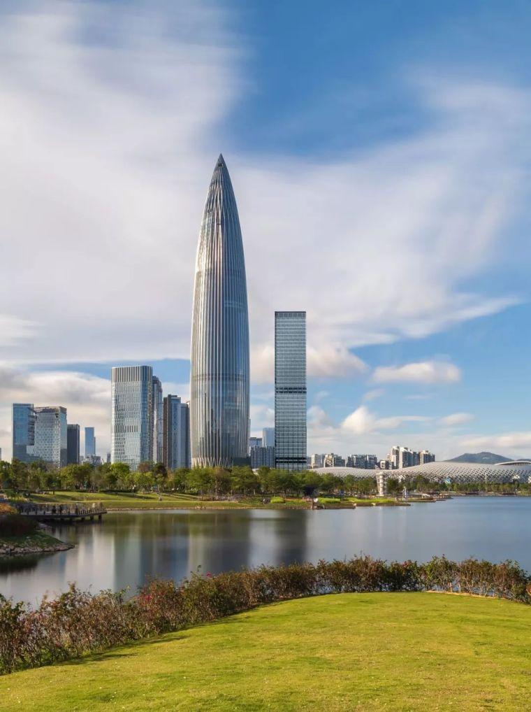 深圳湾第一高楼落成!