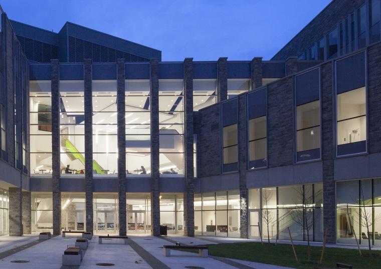 西安大略大学护理学院与信息媒体研究院教学楼-6