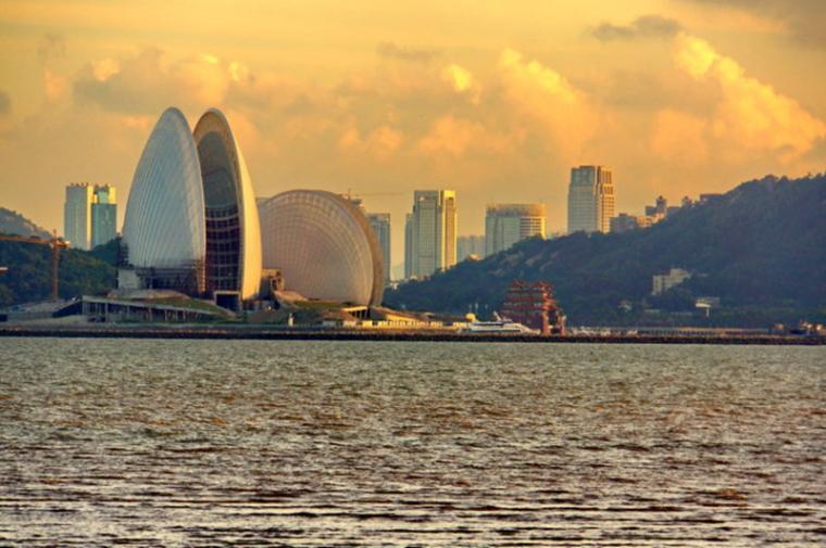摘要:珠海歌剧院是我国首个海上歌剧院,选址建在珠海市野狸岛