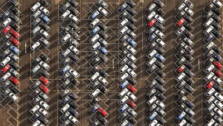 就一个停车位,人家都绞尽脑汁做创意
