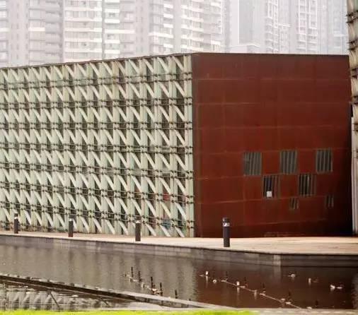 看建筑大师是如何使用锈钢板的?_18