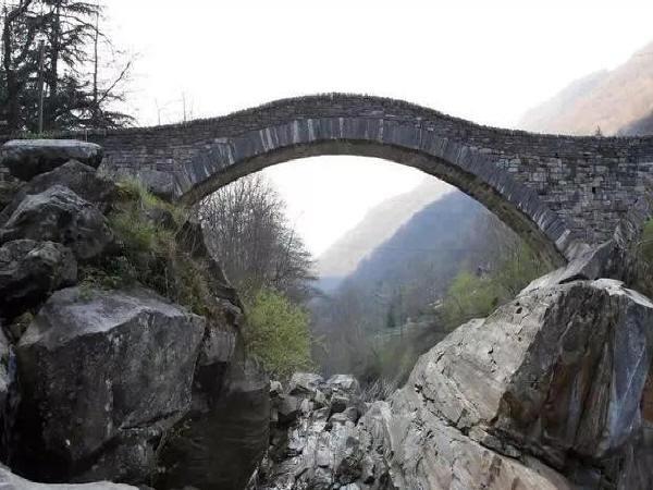 分析市政桥梁工程伸缩缝施工质量控制