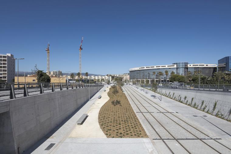 法国尼斯新综合联运枢纽中轴线-2