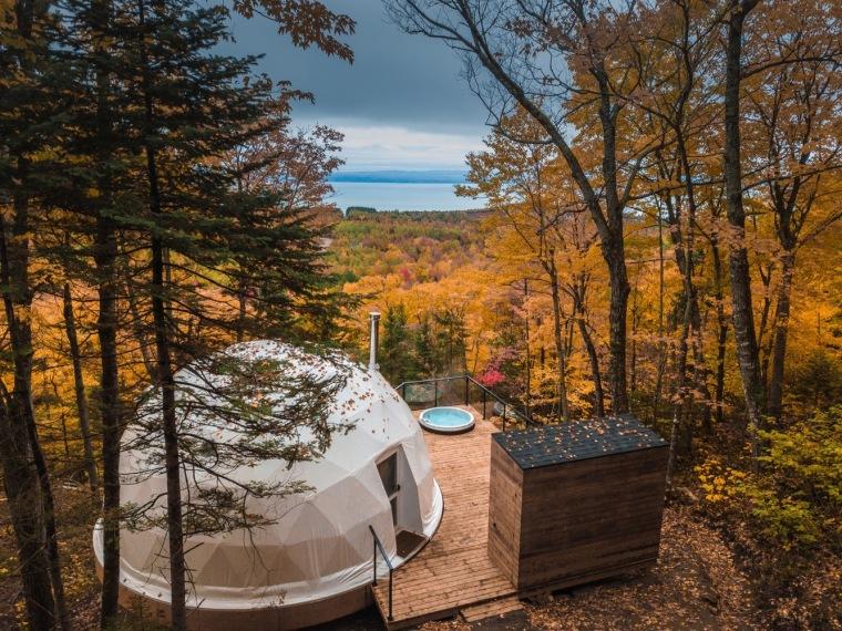 加拿大树林里的球状帐篷旅馆-1
