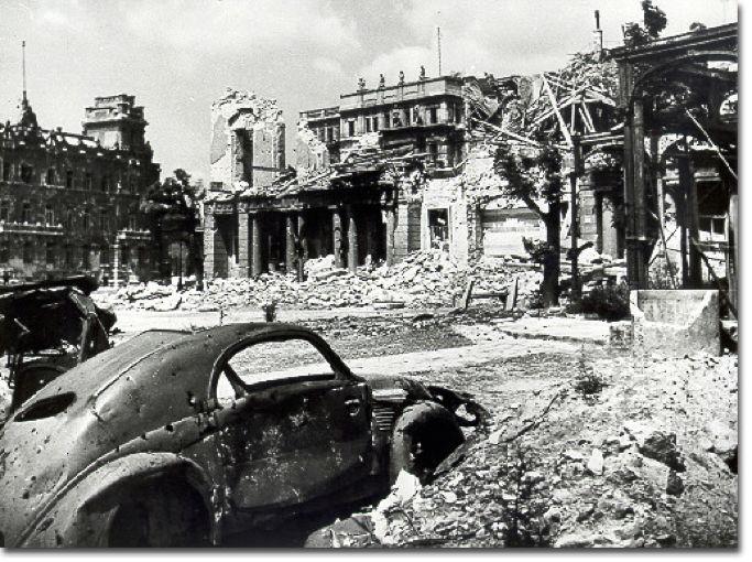 叙利亚战争后的城市建筑对比,满地废墟浓烟弥漫_29