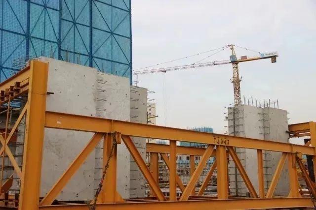 现场直击!中建城建邓善沽南苑项目首批装配式构件进场施工