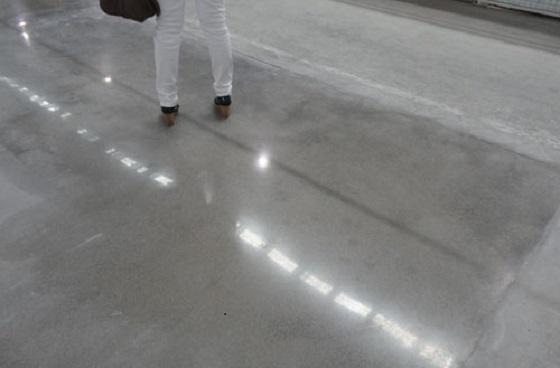 环氧地坪漆下雨天的施工方法