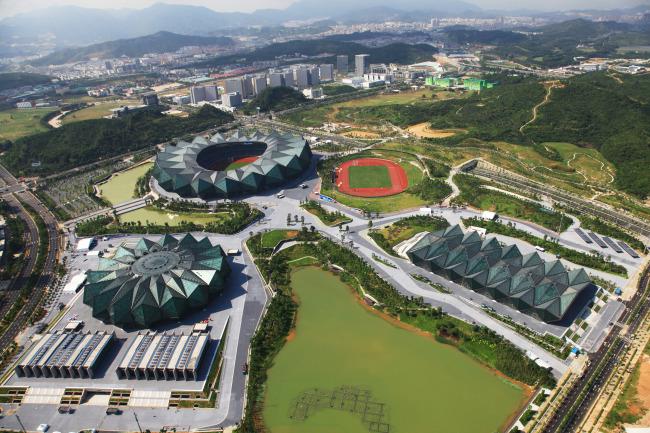 深圳大运中心体育场钢屋盖设计优化分析