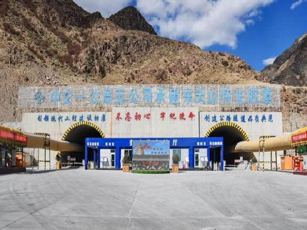 新疆最长公路隧道开挖突破万米大关!