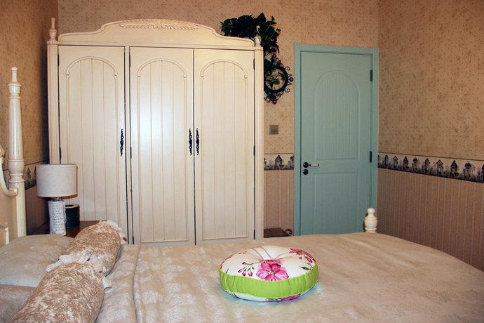 三室两厅美式卧室背景墙装修效果图