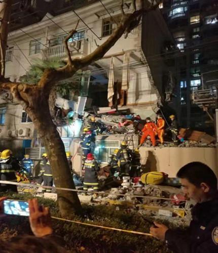 上海杨浦一居民小区发生爆燃,两层楼房坍塌!