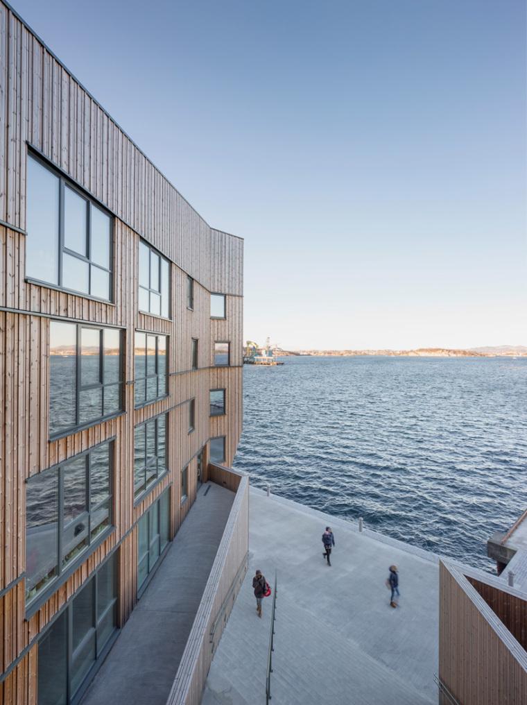挪威滨海木质住宅_6