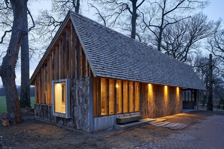 荷兰自然界意外之美的橡树谷仓办公建筑