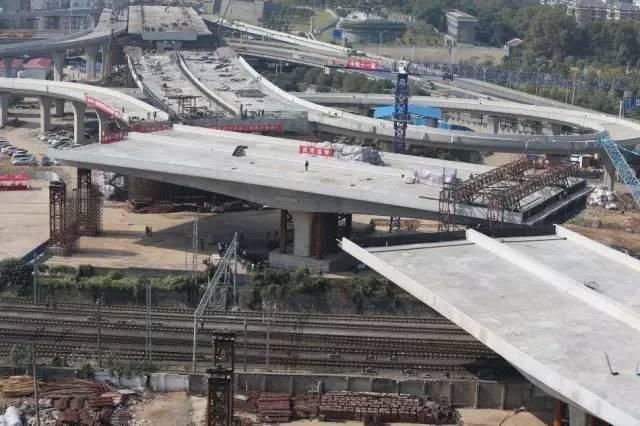 """国内最宽转体桥,施工黑科技让桥体""""转得动、转动稳、转动准""""!"""