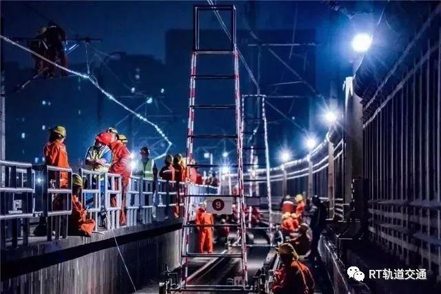 两座地铁站间硬生生加一座车站有多难?上海地铁11号线发起冲击