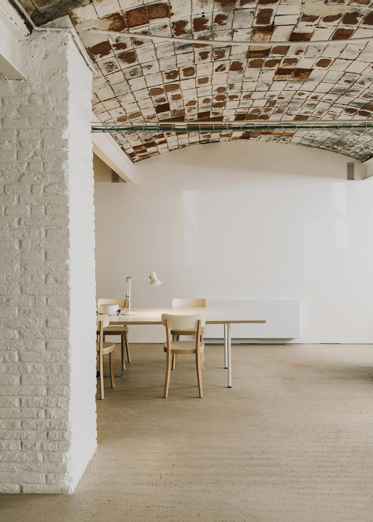 仓库建筑的古典风格Montoya办公楼-15