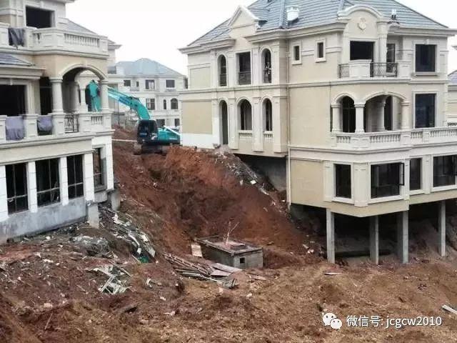 衢州一建筑工地发生塌方事故,两人被埋,1死1伤