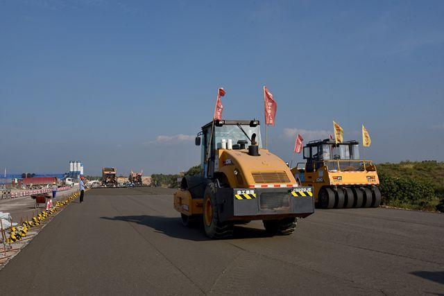 试论公路工程路基路面压实施工技术措施分析