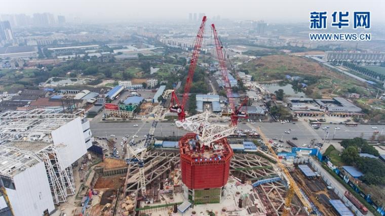航拍468米中国西部第一高楼成都绿地中心和它的建设者!