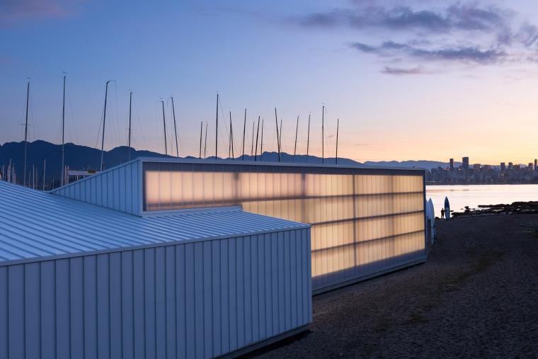 码头与海水交融的多功能建筑-6