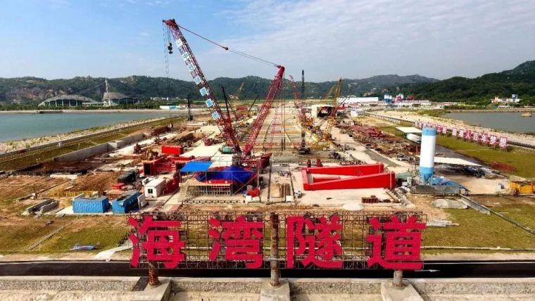 回顾汕头海湾隧道重570吨的西线盾构机刀盘顺利下井!
