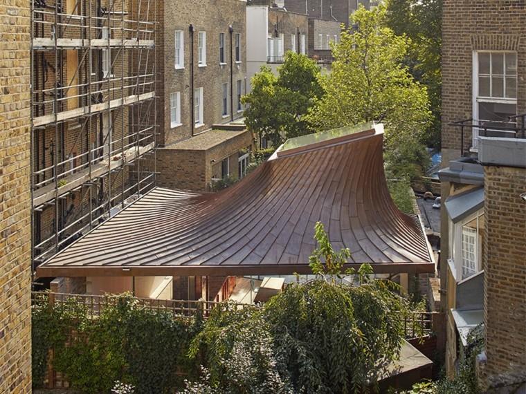 英国花园里的住宅