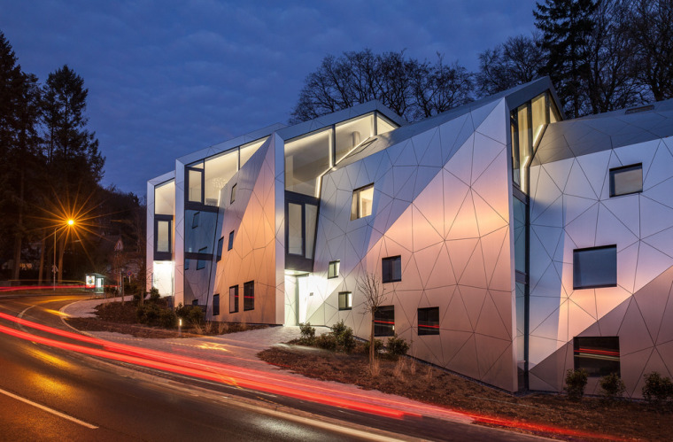 卢森堡山地上的集合住宅-1