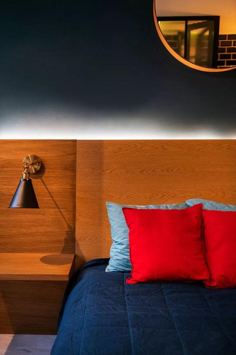 深色系墙面设计,让你家的颜值翻一倍_18