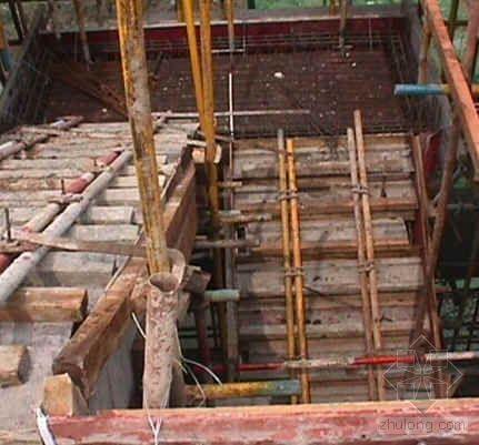 封闭法支模施工提高楼梯质量