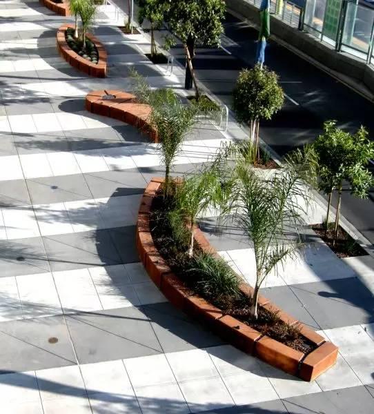 可以分为方形树池,圆形树池