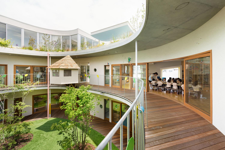 日本密集厂区改建庭院幼儿园-4