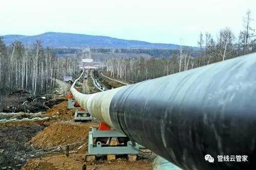 城镇燃气管道和输气管道与相关设施的间距