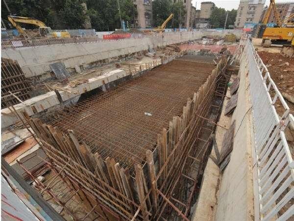 基坑盖挖逆作法及主体结构施工方案