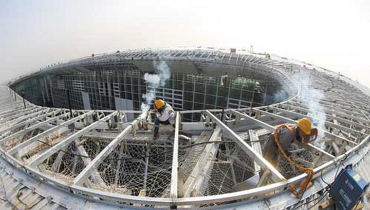 武汉天河国际机场T3航站楼钢结构屋盖封顶