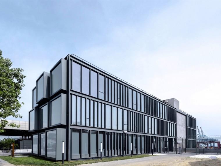 土耳其集装箱改造为办公楼
