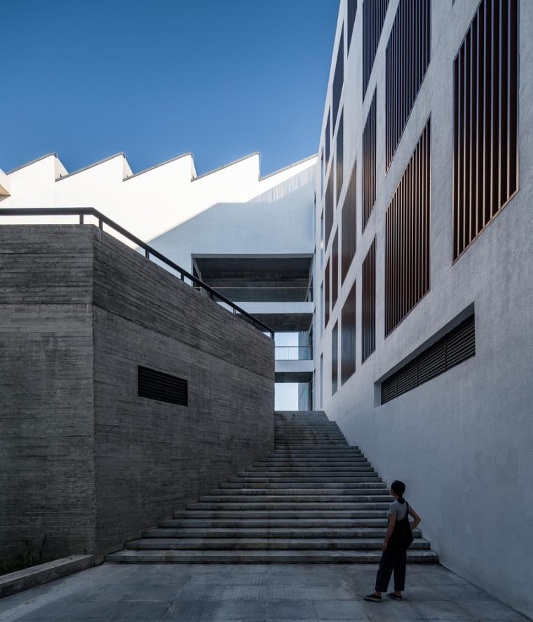 安徽大学艺术与传媒学院美术楼-5